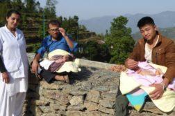 Stolte pappaer i Okhaldhunga