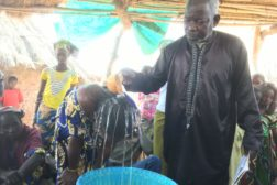 Bibelkurs, dåp og forbønn i Mali
